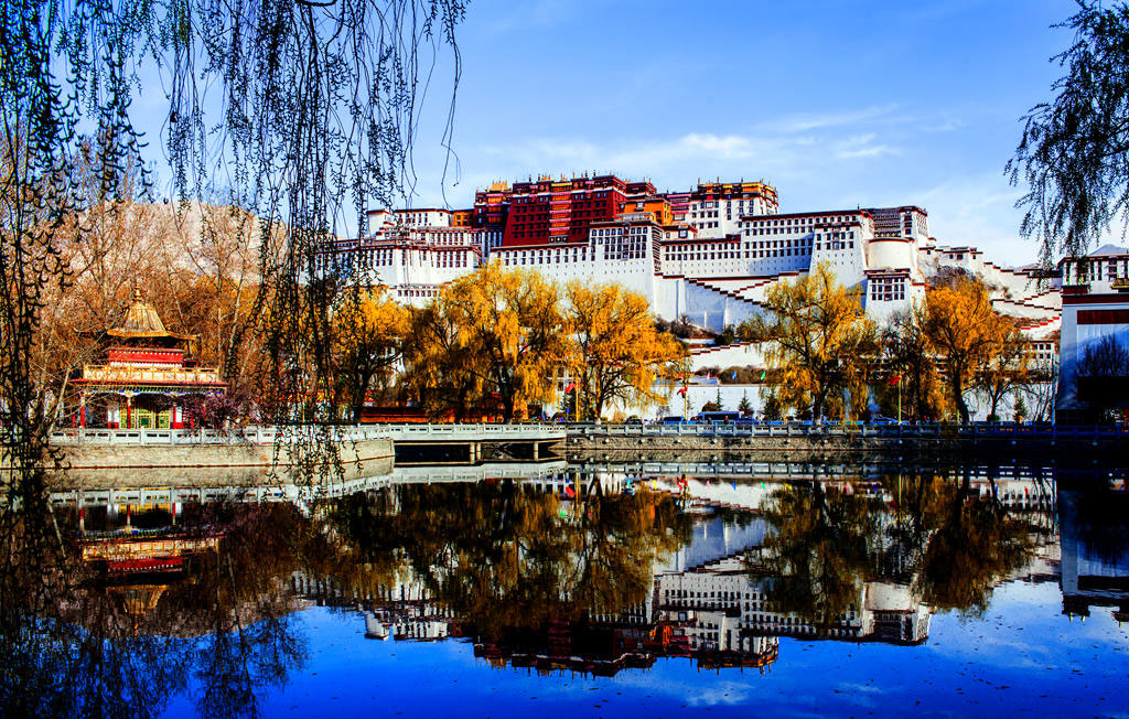Potala Palace, highlight attraction of Lhasa, welcome to explore.