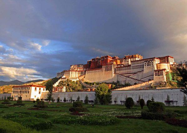 Enjoy Lhasa highlight day tour with local expert.