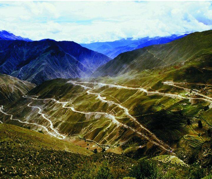 landscape-in-sichuan-tibet-highway