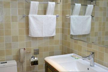 Darchen Himalaya Kailash Hotel bathroom
