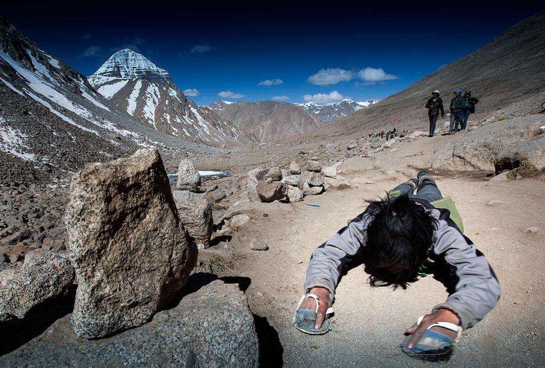 Mt Kaialsh-Kang Rinpoche-Yatra-Tibetan pilgrims